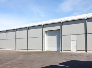 Hangar industriel une